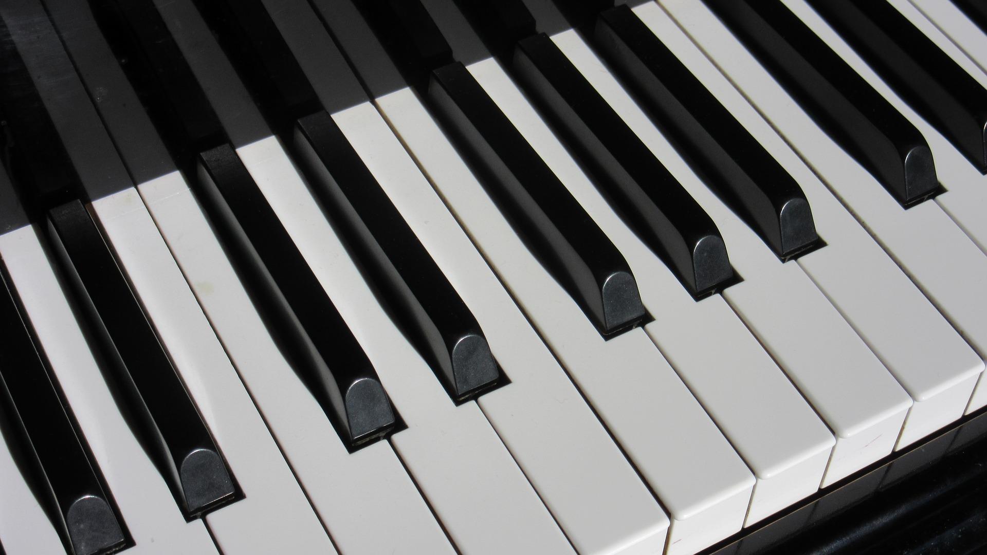 Professional Keyboard Arranger: KORG PA-700/1000, Yamaha PSR-S975